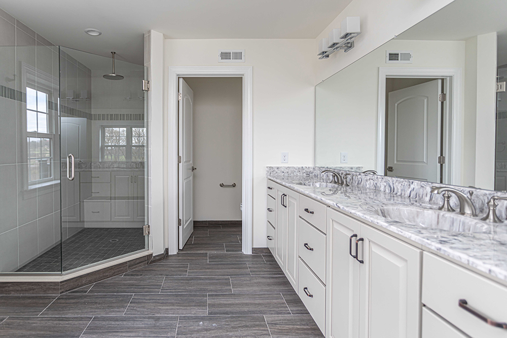 Owner's Bath at The Reserve at Creekside by Judd Builders